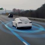 Autonomiczny samochód Tesla zaliczył kraksę, którazakończyła się śmiercią kierowcy